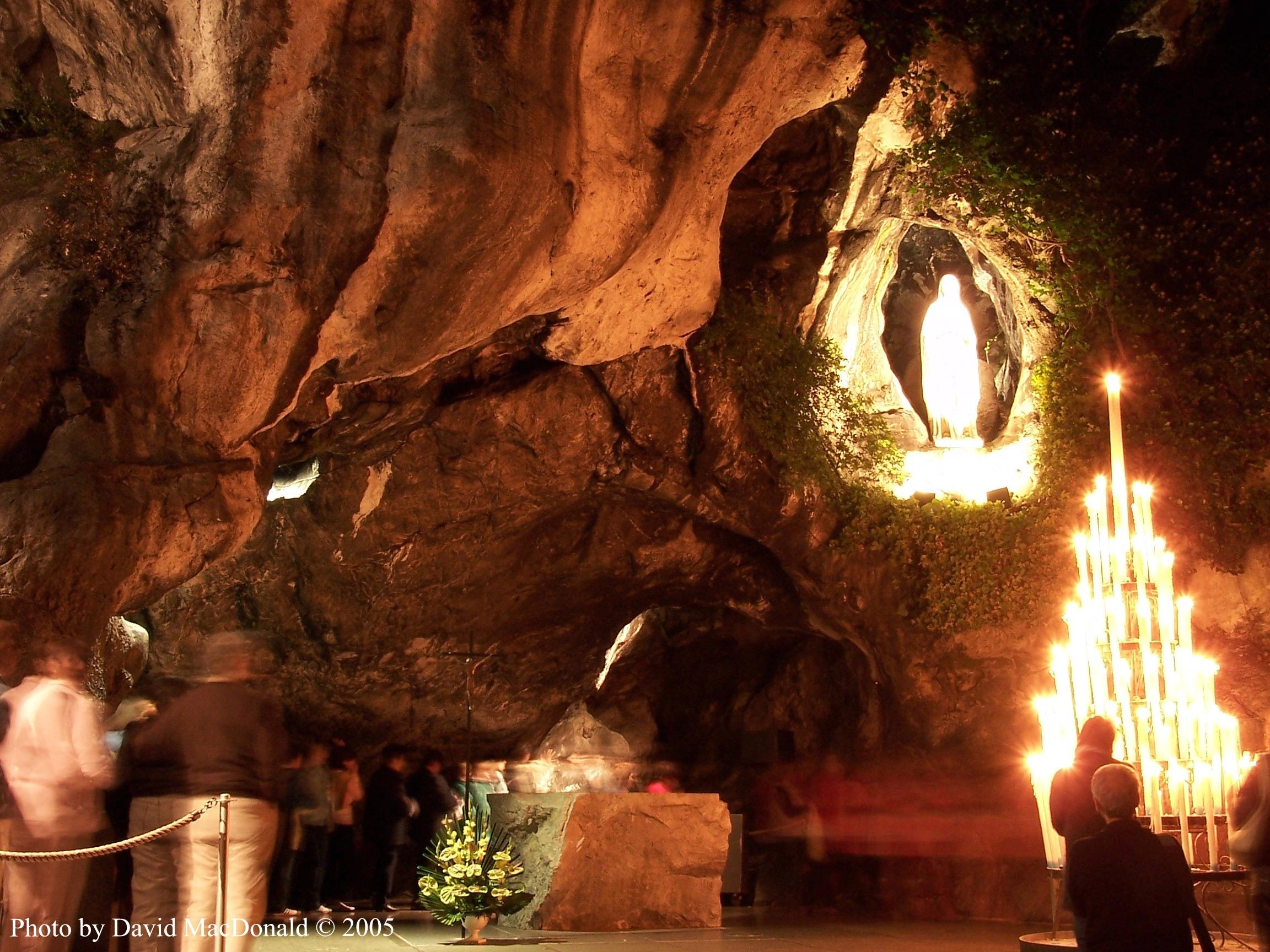 Lourdes France  City pictures : Lourdes France Grotto Live